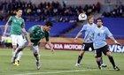 图文:墨西哥VS乌拉圭 罗德里格斯争顶