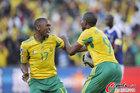 图文:法国1-2南非 帕克与队友庆祝