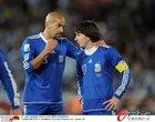 图文:希腊VS阿根廷 梅西贝隆哥俩好