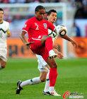 图文:斯洛文尼亚0-1英格兰 约翰逊挑球