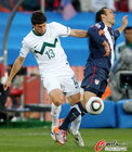 图文:斯洛文尼亚2-2美国 约基奇踹多诺万