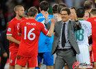 图文:斯洛文尼亚0-1英格兰 卡佩罗与米尔纳