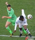 图文:美国VS阿尔及利亚 埃杜拿球