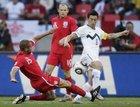 图文:斯洛文尼亚VS英格兰 厄普森铲球