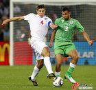 图文:英格兰VS阿尔及利亚 杰拉德拼抢