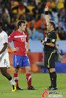 图文:塞尔维亚队13号队员卢科维奇因抱怨裁判两黄变一红(6)