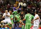 图文:英格兰VS阿尔及利亚 奥赫布双手扑球