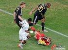 图文:加纳VS德国 诺伊尔抱球
