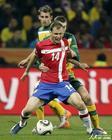 图文:澳大利亚VS塞尔维亚 约万诺维奇护球