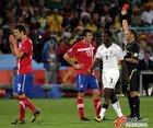 图文:塞尔维亚队13号队员卢科维奇因抱怨裁判两黄变一红(5)