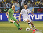 图文:美国VS阿尔及利亚 邓普西卡位拿球