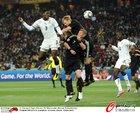 图文:加纳0-1德国 吉安飞顶