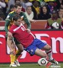 图文:澳大利亚VS塞尔维亚 伊万诺维奇要倒了