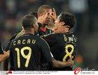 图文:加纳0-1德国 厄齐尔与卡考庆祝