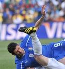 图文:斯洛伐克3-2意大利 亚昆塔倒地