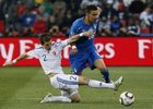 图文:斯洛伐克3-2意大利 佩卡里克倒地铲球