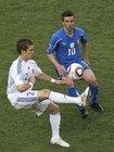 图文:斯洛伐克VS意大利 佩卡里克挑球过人