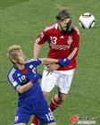 图文:丹麦1-3日本 克罗尔德鲁普头球