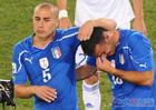 意大利队黯然出局 卡纳瓦罗安慰队友