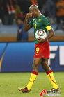 图文:喀麦隆1-2荷兰 埃托奥失望