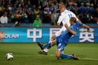 图文:斯洛伐克3-2意大利 基耶利尼封堵射门