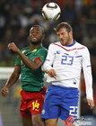 荷兰2-1喀麦隆全胜晋级 罗本复出助攻