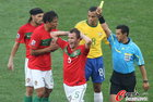 图文:葡萄牙0-0巴西 杜达吃到黄牌