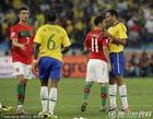 图文:葡萄牙0-0巴西 C罗西芒与对手握手