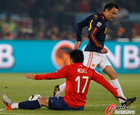 图文:智利1-2西班牙 梅德尔坐倒