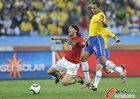 图文:葡萄牙0-0巴西 双方拼抢激烈