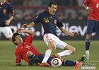 图文:智利1-2西班牙 布斯克茨遭飞铲