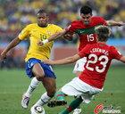 图文:葡萄牙0-0巴西 巴普蒂斯塔传球