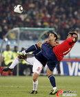 图文:智利1-2西班牙 哈维被压制