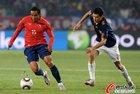 图文:智利VS西班牙 博塞豪尔带球突破