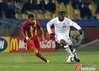 图文:美国VS加纳 埃杜带球