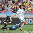 图文:乌拉圭VS韩国 朴周永策动进攻