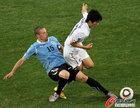 图文:乌拉圭2-1韩国 佩雷斯飞铲