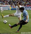 图文:乌拉圭VS韩国 富西莱下底传中