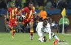 图文:美国1-2加纳 阿尤防守