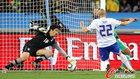 图文:尼日利亚2:2韩国 车杜里在门前防守