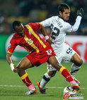 图文:美国VS加纳 阿尤防守