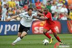 图文:德国VS英格兰 弗里德里希前进