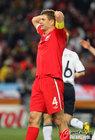 图文:德国4-1英格兰 杰拉德抱头