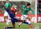 图文:法国0-2墨西哥 华雷斯突破