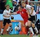 图文:德国VS英格兰 默特萨克防守鲁尼