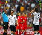 图文:德国4-1英格兰 弗里德里希吃黄牌