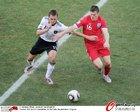 图文:德国4-1英格兰 米尔纳拼抢