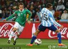 图文:阿根廷VS墨西哥 瓜尔达多过人突破