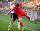 图文:德国VS英格兰 米尔纳场边护球