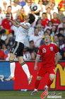 图文:德国VS英格兰 弗里德里希顶球